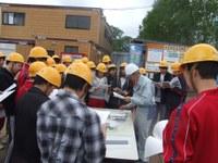 2年生が鶴居小学校の建築現場を見学